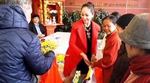 Trương Kiều Xuân trao quà Tết cho người nghèo năm 2016